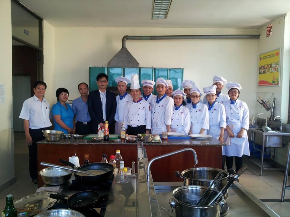 ベトナム人特定技能生に調理を訓練